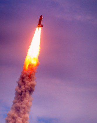 shutterstock_Celso Diniz_satelite_foguete_geral