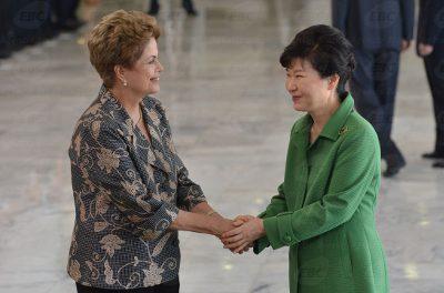 Presidentes do Brasil e da Coreia do Sul em solenidade em Brasília. Foto: agência Brasil