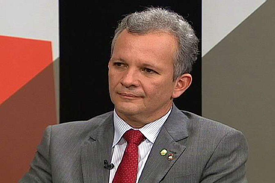 Novo marco regulatório pode vir em medida provisória, diz ministro